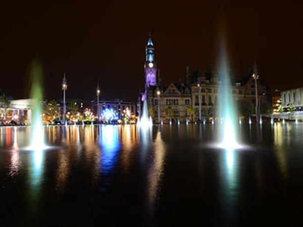 Image of pond in the middle of Bradford