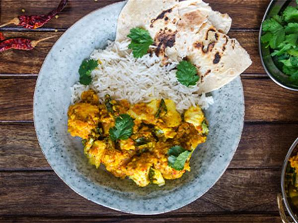 Chicken korma curry with rice and naan bread